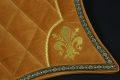 Pearl-Schabracke-Manufaktur-Friese-Spanier-PRE-Barockschabracke-Barocke-Schabracke-Dressurschabracke-Fleur-de-Lys-Camel-bestickt-3-scaled-e1613561900463