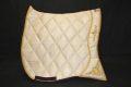 Pearl-Schabracken-Manufaktur-Barock-Antik-Schabracke-Working-Equitation-Dressur-Satteldecke-Bestickung-Gold-Creme-3-1-scaled-e1605616748789