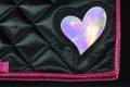 Pearl-Schabracke-Dressurschabracke-Dressur-Schabracke-mit-Herz-pink-holo-schwarz-satin-individuelle-Schabracke-Schabracken-Sale-Reitsport-Pony-3-scaled-e1612854384994