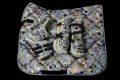 Pearl-Schabracken-Manufaktur-Dressurschabracke-Schabracke-Hologramm-Holofolie-Beige-Nude-Warmblut-Gamaschen-Dressurgamaschen-1-scaled-e1605349408586