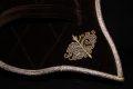 Pearl-Schabracken-Manufaktur-Longierpad-Selet-Fahrpad-Schabracke-Barocke-Samt-Gold-Bestickung-Leder-4-scaled-e1605876051961