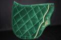 Pearl-Schabracken-Manufaktur-Barock-Antik-Schabracke-Working-Equitation-Dressur-Samt-Satteldecke-gruen-gold-1-scaled-e1606207089557
