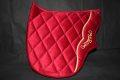 Pearl-Schabracken-Manufaktur-Barockschabracke-Schabracke-Dressur-Barock-Working-Equitation-Satteldecke-Samt-Rot-Gold-1-1-scaled-e1606320110222