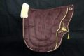 Pearl-Schabracken-Manufaktur-Friese-Barock-Schabracke-Dressur-Satteldecke-Leder-Bestickung-Lammfell-1-scaled-e1606153359764